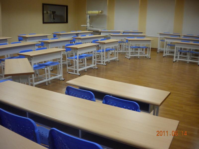 長庚科技大學 桌椅漸層加高